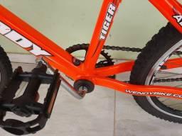 Bicicleta em alumínio aro 20 semi nova