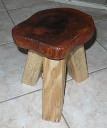 Banquinho infantil de madeira