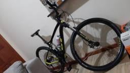Bike semi nova com capatece e luva. Tudo novo.Barato demais