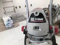 Máquina de pintura TITAN XT330 semi nova.