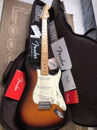 Guitarra FENDER Stratocaster clássica
