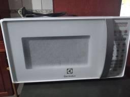 Microondas Eletrolux 1 ano de uso