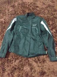 Jaqueta semi usada e conservada