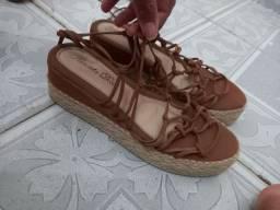 Vendo essa sandalia anabele