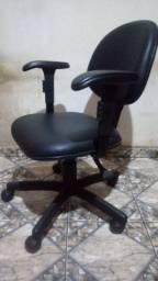 Cadeira para escritório/ secretária com regulagem