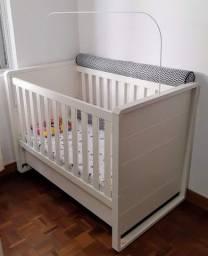 Berço com colchão / Mini cama / Grade retrátil / Suporte para mosquiteiro