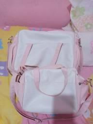 Kit com duas bolsas maternidade.