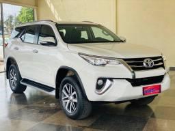 Toyota - Hilux SW4 com 87.000 km