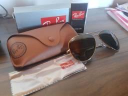 Óculos de sol Rayban, armação dourada.Original e comprado em ótica.Novo,na caixa.