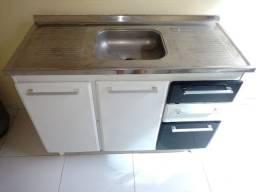 Armário de cozinha em aço com pia em inox