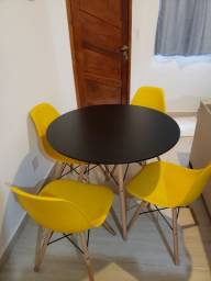 Mesa de jantar (sala) com 4 cadeiras