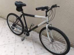 Bicicleta Preta e Branca Aro 26 - 21 marchas