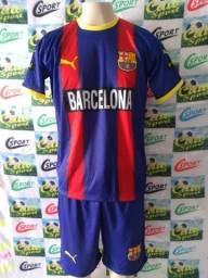 16 Uniformes completo Barcelona (Camisa e calção)