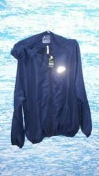 Corta Vento, bermuda elastano, bonés e camisetas