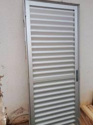 Porta de alumínio  210 x 80