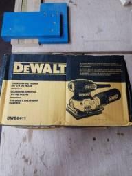 Lixadeira Dewalt DWE6411