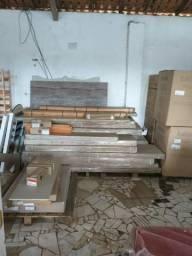 Móveis e eletrodomésticos novos e embalados na caixa