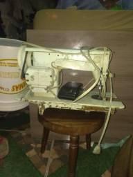 Antiga maquina de costura singer multiponto