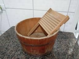 Tina antiga de madeira