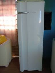 Vendo geladeira Eletrolux , 343 litros