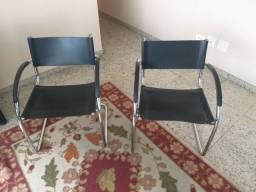 Par de cadeiras de escritório da Tok Stok em corino no estado