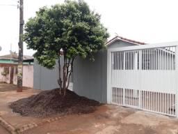 Casa já financiada com edícula, ótima localização para comércio.