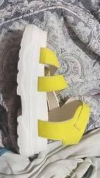 Vendo 2 sandálias