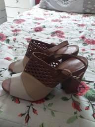 Sapatos semi novos