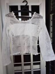 Blusa branca em crochê