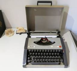 Máquina de escrever Olivetti original 2 cores