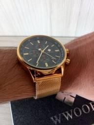 Relógio original Wwoor dourado todo funcional, na caixa