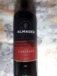 Vinho Almaden tinto e branco