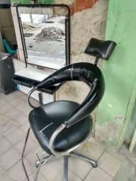 Cadeira e bancada de barbeiro
