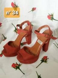 Sandálias semi-novas