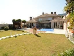 Título do anúncio: Casa espaçosa e terreno amplo com piscina. Bairro Santa Maria