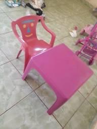 Mesa e cadeira menina