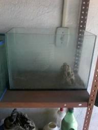 Vendo 3 aquário mais bomba e enfeites e pedras