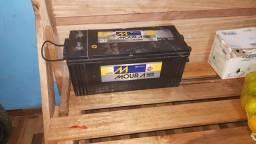 Vendo bateria 150 amperes moura de caminhão