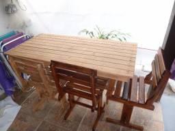 Mesa em madeira para cozinha