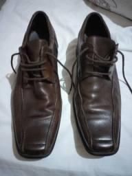 Vendo esse sapato social de cadarço da marca Democrata na cor marrom Tam. 41