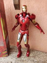 Iron Man Mark VII Avengers Neca escala 1:4