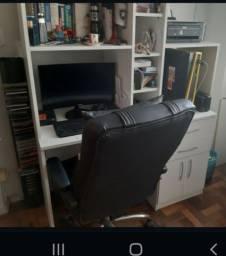 Mesa de computador / estante de livros. Valor imperdível para vender logo