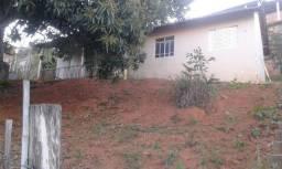 C050 - Casa simples com dois dormitórios com grande área externa,