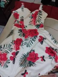 Vendo vestido rodadinho lindo tá novo