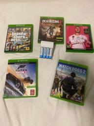 Vendo jogos Xbox one e carregador de pilhas com 4 pilhas