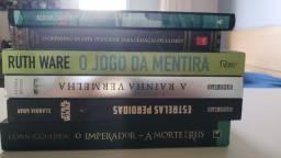 Livros de literatura (fantasia e mistério)