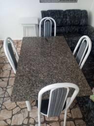 Lindo Jogo de Mesa com 4 Cadeiras. R$ 350,00