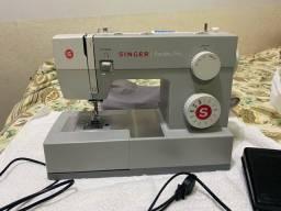 Máquina de costura Singer Facilita PRO 4411 praticamente sem uso