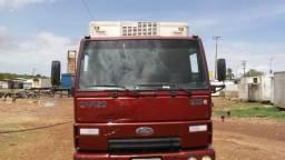 Caminhão 3/4 baú frigorifico 2011
