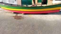 Barco recem pintando